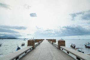 houten pier in Thailand foto