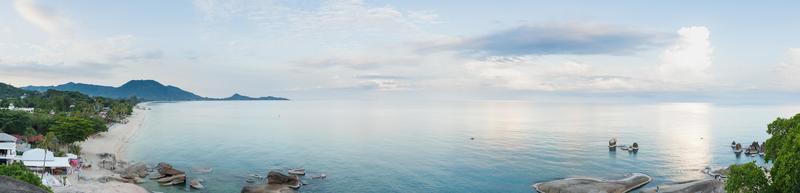 panorama over het strand van samui in thailand foto