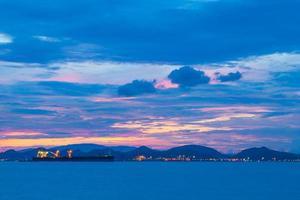 schepen in de ochtend in Thailand foto
