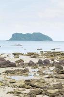 eiland en strand in thailand foto