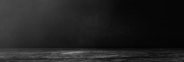 donkere en zwarte cementmuur en achtergrond van de studioruimte foto