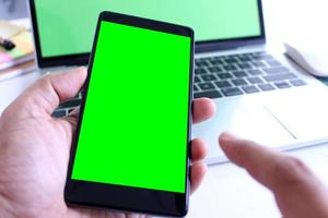 smartphone en laptopmodel foto
