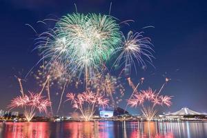 prachtig vuurwerk op de nationale feestdag van singapore foto