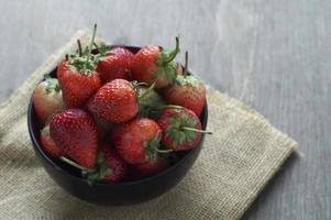 verse aardbeien in een kom