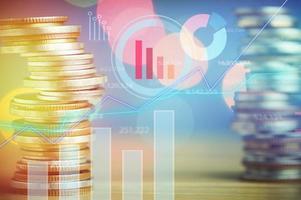 grafiek op rijen munten voor financiën en bankwezenconcept
