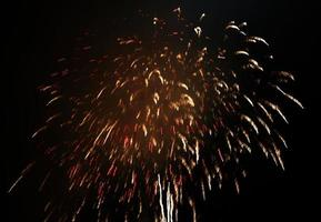 gouden vuurwerk in de lucht