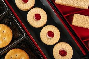 koekjes mooi gerangschikt op een bord