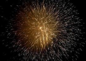 goud sprankelend vuurwerk
