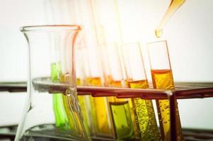 laboratoriumapparatuur en reageerbuizen foto