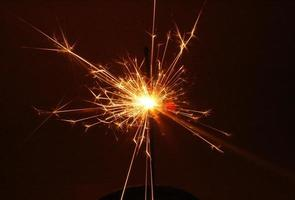 sparkler close-up 's nachts foto