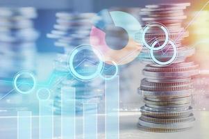 grafiek op munten voor financiën en bankconcept