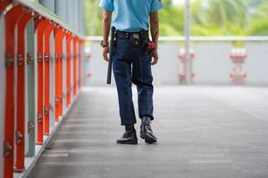 bewaker die het gebied controleert foto