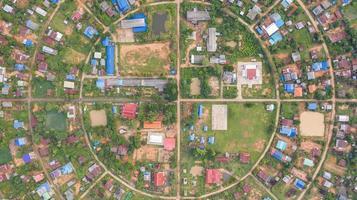 luchtfoto van een cirkelvormig dorp foto