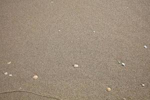 bovenaanzicht van fijn zand op een strand foto