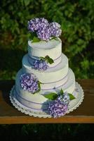 bruidstaart met hortensia's foto