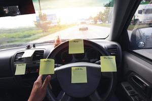 notitieblok stickies in een auto foto