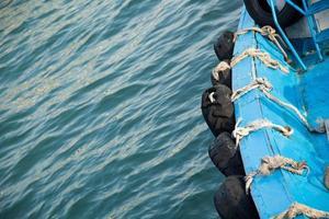 rand van de boot met bumpers