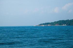 de zee bij koh larn, pattaya, thailand foto