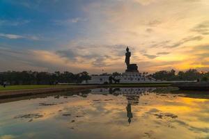groot Boeddhabeeld in Thailand foto