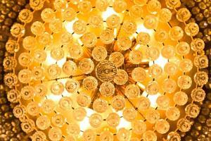 close-up van een prachtige kristallen kroonluchter