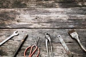 mechanische hulpmiddelen ingesteld op vuile houten achtergrond