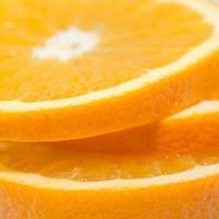 gesneden oranje fruit geïsoleerd