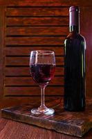 rode wijn in een glas