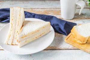 sandwich op een bord foto
