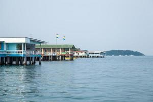 huizen aan zee in Thailand foto