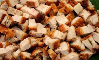stapel in blokjes gesneden varkensvlees foto