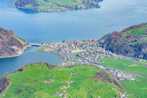 uitzicht vanaf mt. stanserhorn in zwitserland foto