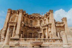 ruïnes van het nymphaeum in gerasa, jordanië foto