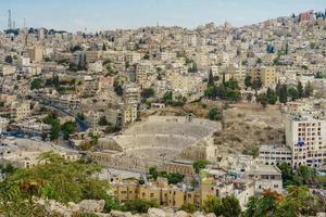 zicht op romeins theater in amman, jordanië foto