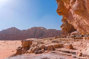 rode bergen van de wadi rum-woestijn in jordanië