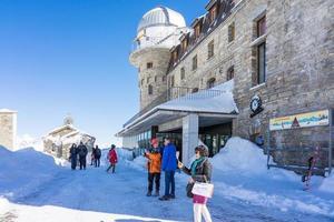 mensen bij het observatorium op de top van Gornergrat, 2018 foto