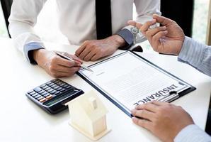 het invullen van verzekeringsformulieren