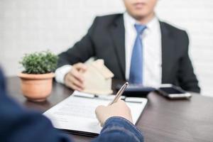 bijeenkomst van bankier en huiseigenaar
