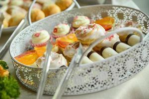 snoepjes op een dienblad foto