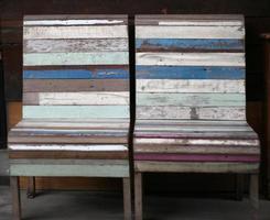 vintage houten stoelen foto