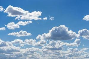 stapelwolken in de lucht foto