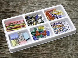 kleurrijke punaise, paperclips, bindclips, pin set foto