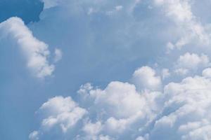 achtergrond van zachte cumuluswolken foto