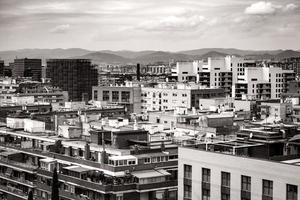 stadsgezicht van de daken van barcelona foto