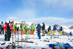 skiërs in de Zwitserse Alpen in Murren, Zwitserland foto