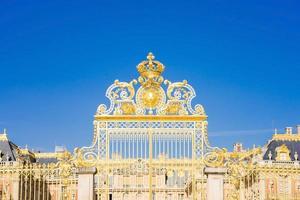 de poort van het paleis van versailles in frankrijk foto