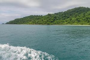 oceaangolven veroorzaakt door toeristenboten