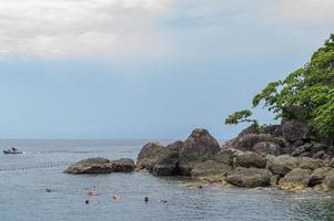 eilanden met toeristen in thailand foto