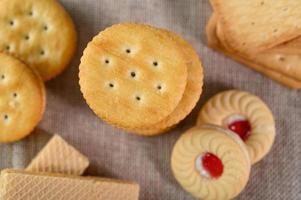veel koekjes geplaatst op stof