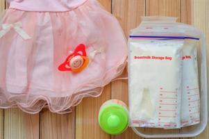 bevroren moedermelk en babyaccessoires