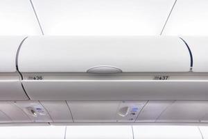 opbergruimte voor handbagage in een vliegtuig